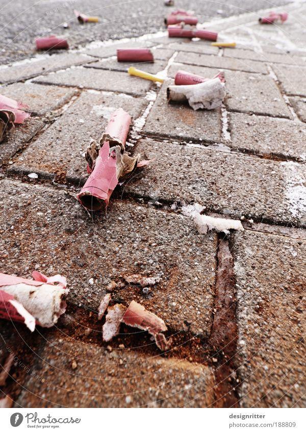 Nach der Schlacht Freude Feste & Feiern dreckig Fröhlichkeit leer Lebensfreude Zukunftsangst Veranstaltung Silvester u. Neujahr Müll Müdigkeit Euphorie