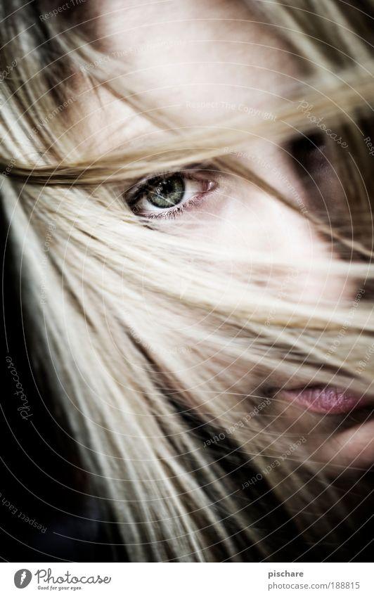 beautiful girl schön Haare & Frisuren Wohlgefühl Erholung feminin Junge Frau Jugendliche Kopf Gesicht Auge 18-30 Jahre Erwachsene blond langhaarig beobachten
