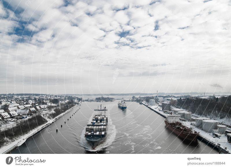 Verkehr auf der Wasserstraße Schifffahrt Binnenschifffahrt Containerschiff Hafen Schleuse Kiel Kanal Horizont Leistung Perspektive Ferien & Urlaub & Reisen