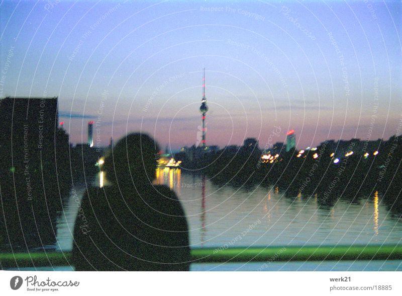 Berlin: Spree bei Nacht Europa Brücke Abenddämmerung Berliner Fernsehturm Alexanderplatz