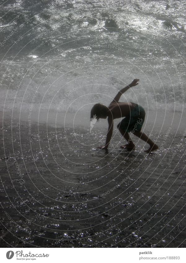 Fußsurfer Mensch Meer Freude Lampe Spielen Zufriedenheit Wellen glänzend elegant Coolness Surfen Spannung kämpfen Wasser Begeisterung Wassersport