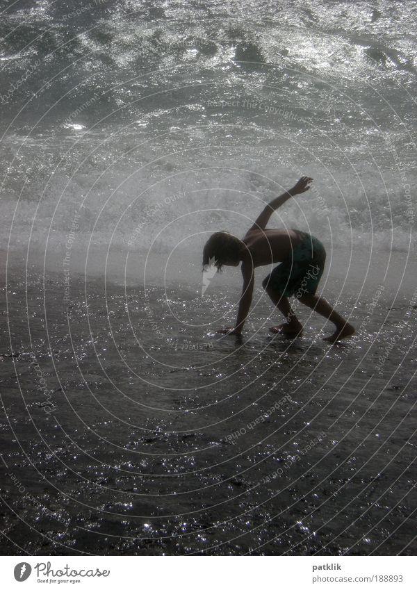 Fußsurfer Spielen Sommerurlaub Meer Wellen Wassersport 1 Mensch Coolness elegant Begeisterung Zufriedenheit Surfen rutschen Halt gebeugt Lampe glänzend