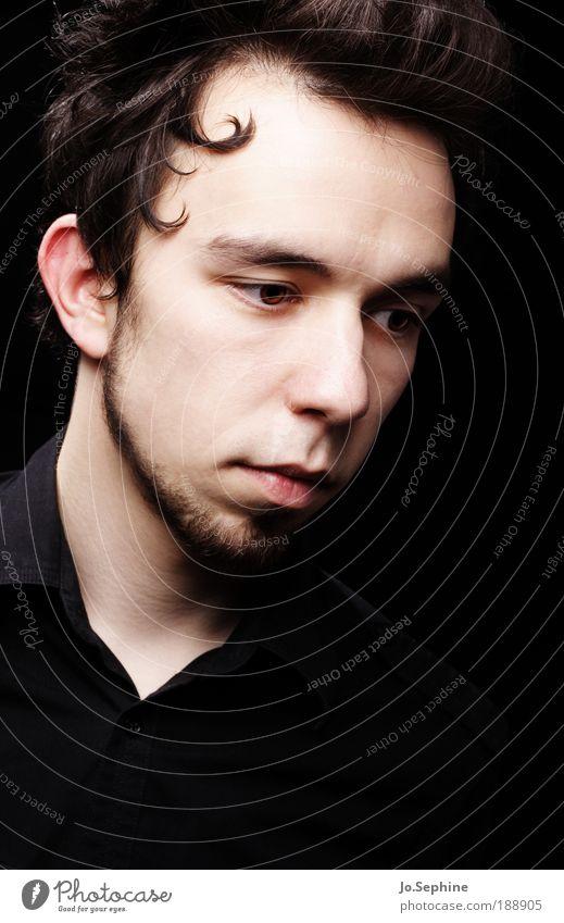 el colocho. Mensch Jugendliche Erwachsene Junger Mann Haare & Frisuren Traurigkeit Denken 18-30 Jahre träumen außergewöhnlich maskulin nachdenklich einzigartig