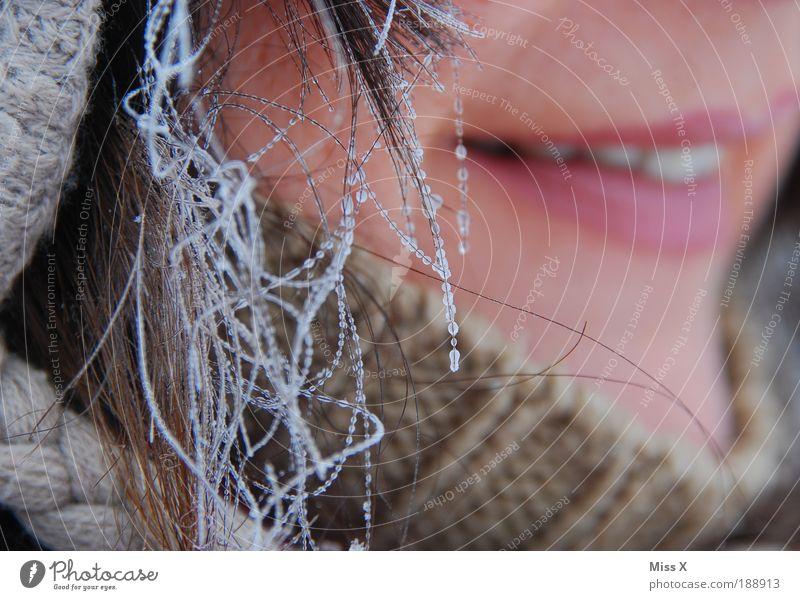 Meine Mama (leicht gefroren) Mensch Frau schön Freude Winter Erwachsene kalt Schnee feminin Haare & Frisuren Eis glänzend wandern Lächeln Mund nass