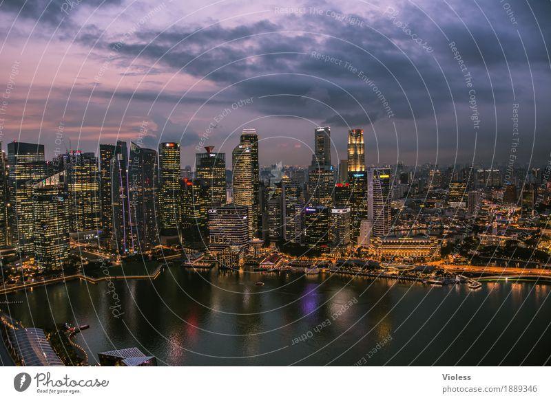 Singapur Skyline Hauptstadt Hochhaus Turm Bauwerk Gebäude Architektur Sehenswürdigkeit entdecken glänzend Beleuchtung leuchten Lampe Kitsch dunkel Singapore