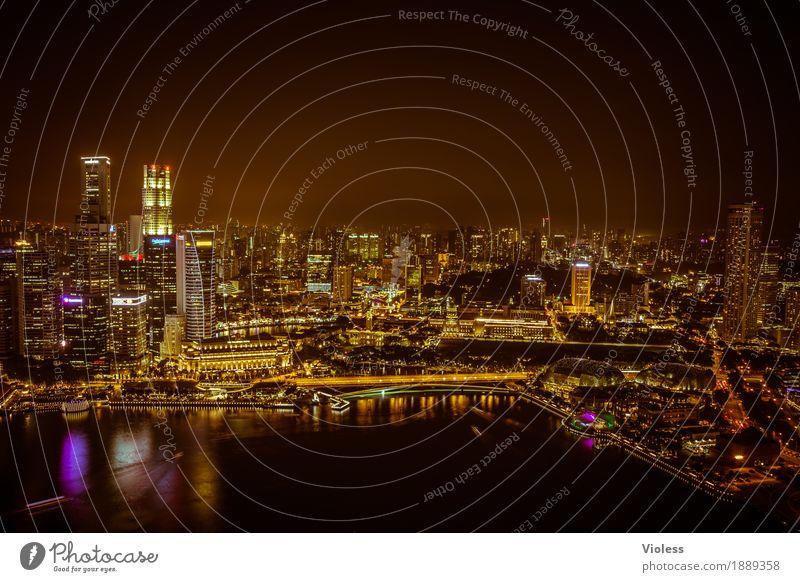 dunkel war's, hell schienen ...... Hauptstadt Skyline Hochhaus Turm Bauwerk Gebäude Architektur Sehenswürdigkeit entdecken glänzend Beleuchtung leuchten Lampe