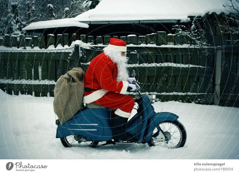 nun isser wieder weg... Basteln Ausflug Winter Maschine Mensch maskulin Mann Erwachsene 1 Straße Stiefel weißhaarig Perücke Vollbart fahren alt Bekanntheit blau