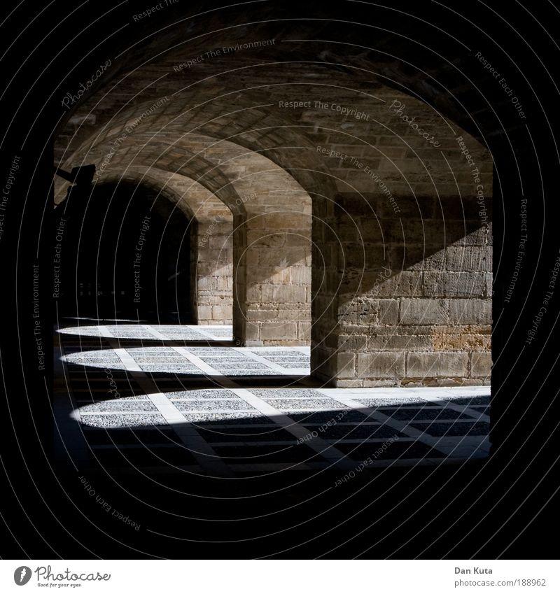 Katakomben Mauer Wand Fassade Keller Kellergewölbe Gewölbebogen Palma de Mallorca Untergrund Lichtbogen Torbogen Stein Steinwand Höhle Unter der Erde Ausflug