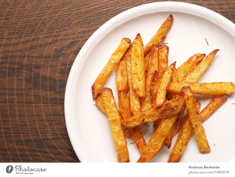 Heut gibt es Rosmarin Pommes Mittagessen Bioprodukte Fastfood Fingerfood lecker french fries homemade potato fried Snack baked Hintergrundbild vegetable cuisine