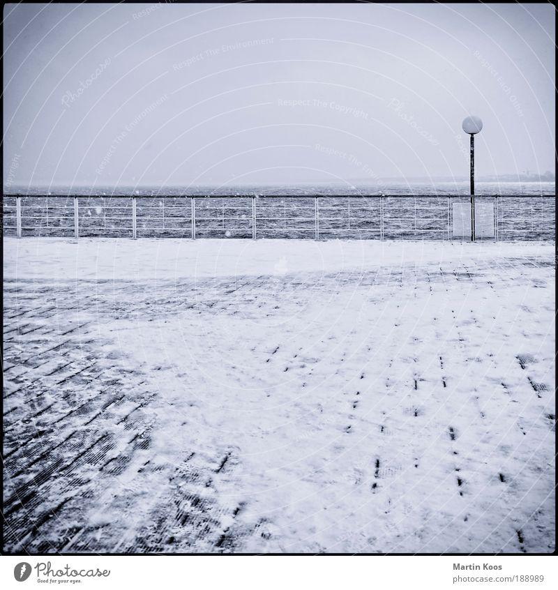 usedomer fenster Meer blau Winter Strand kalt Schnee Wasserfahrzeug Stimmung Küste Wetter leer Brücke ästhetisch Platz Spaziergang Reisefotografie