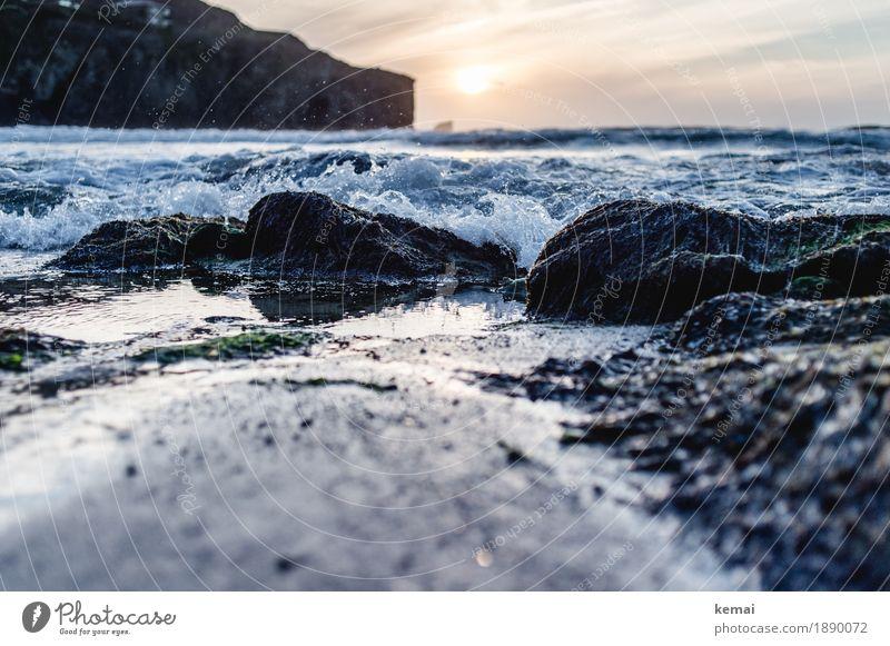 Little waves Himmel Natur Ferien & Urlaub & Reisen Sommer Landschaft Meer Ferne Strand dunkel Leben Küste Freiheit Felsen Ausflug wild Wellen