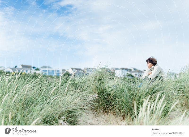 Fresh breeze Mensch Frau Natur Ferien & Urlaub & Reisen grün Erholung ruhig Strand Erwachsene Leben Senior feminin Freiheit Freizeit & Hobby Zufriedenheit