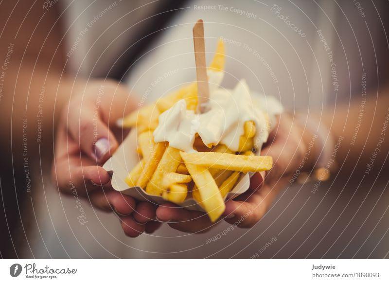 Einmal Pommes weiß Gesunde Ernährung gelb Essen Gesundheit Lebensmittel Übergewicht Vegetarische Ernährung Mittagessen Snack Kartoffeln Fastfood Fingerfood