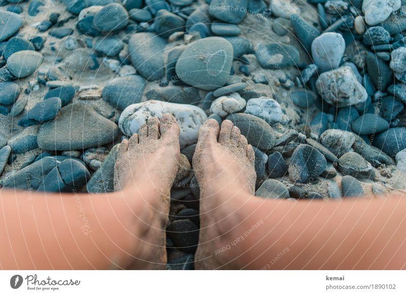 Happy feet Mensch Ferien & Urlaub & Reisen Sommer Erholung ruhig Strand Umwelt Leben Beine Freiheit Fuß Sand Freizeit & Hobby Zufriedenheit Ausflug sitzen