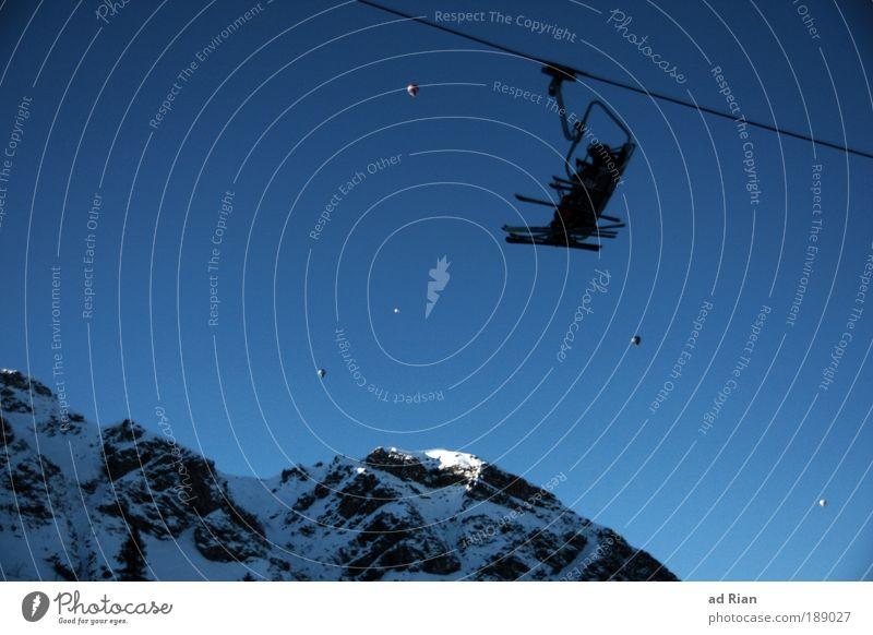fly away Mensch Himmel Erholung Winter Berge u. Gebirge Schnee Sport Lifestyle fliegen Felsen Eis genießen Gipfel Frost Alpen Schneebedeckte Gipfel