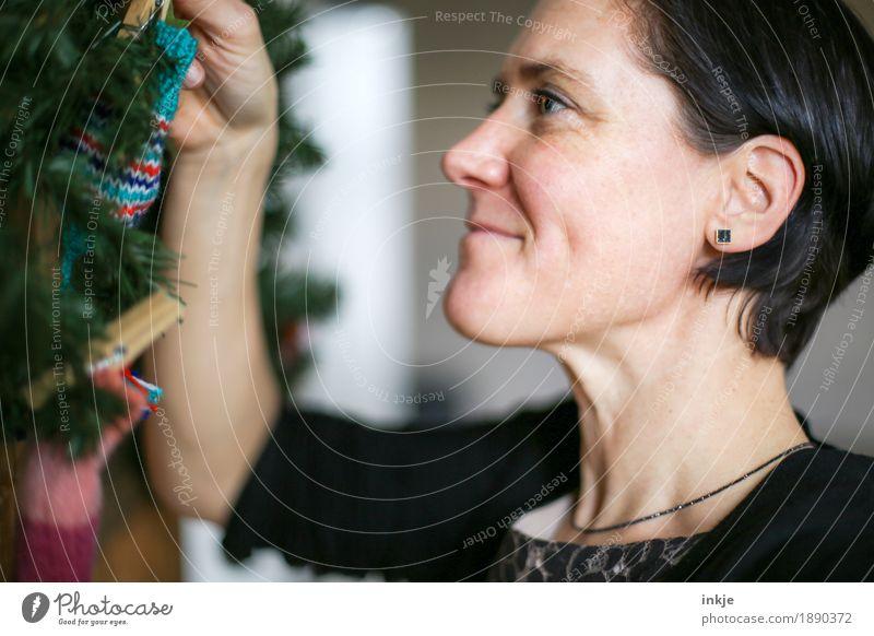 Adventskalenderwichteln Mensch Frau Weihnachten & Advent Freude Gesicht Erwachsene Leben Gefühle Lifestyle Freizeit & Hobby Zufriedenheit 45-60 Jahre