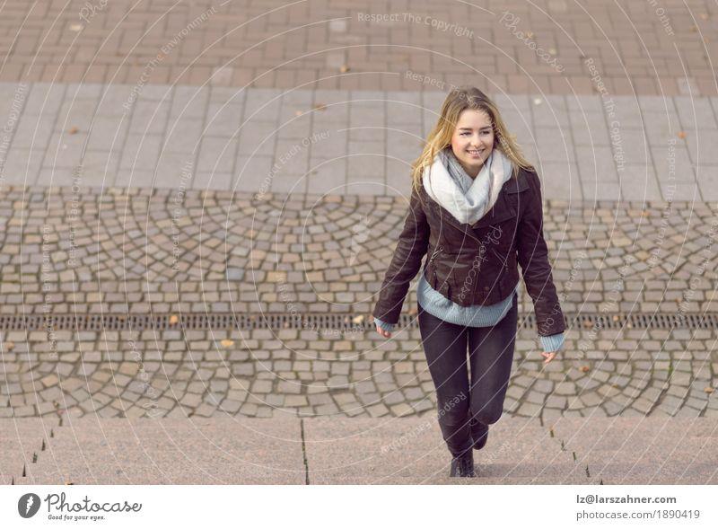 Mensch Frau Jugendliche Winter 18-30 Jahre Erwachsene Stil Glück Business Mode Textfreiraum Körper blond Lächeln trendy Entwurf