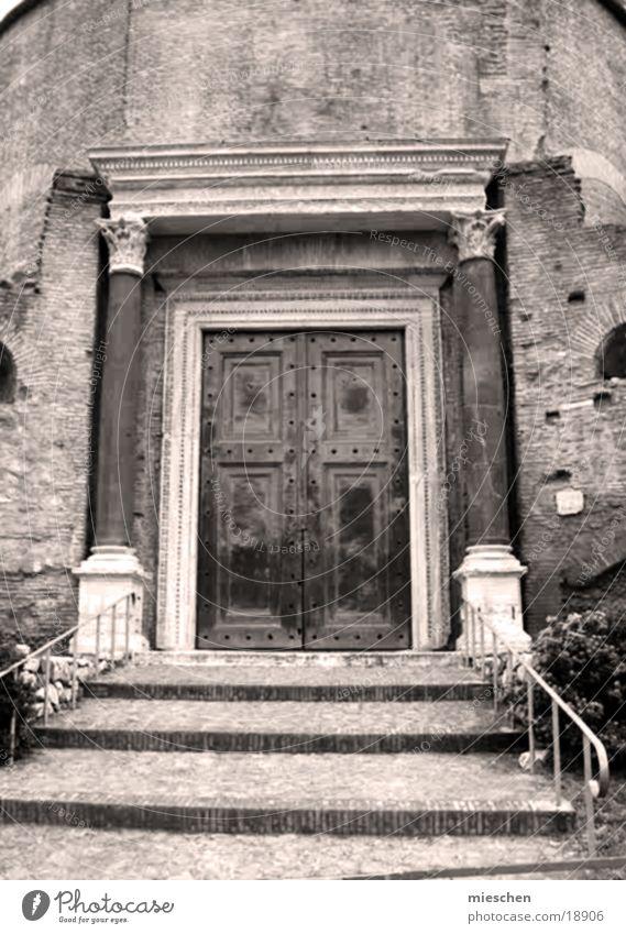 Altes Tor aus Römerzeit Gebäude Europa Tür Treppe Römerberg