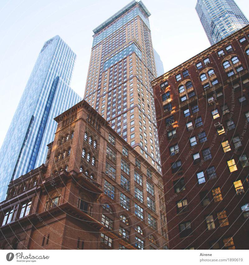 hohe Erwartungen I Hochhaus hoch Turm Amerika Skyline dünn Stadtzentrum aufwärts Theater steil gigantisch New York City Konzerthalle