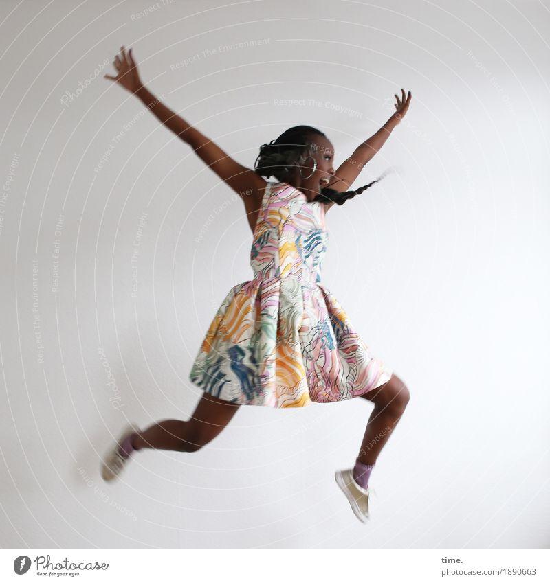. Mensch Frau schön Freude Erwachsene Leben lustig Sport Bewegung feminin lachen außergewöhnlich springen Kreativität Fröhlichkeit Tanzen