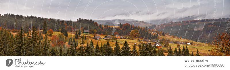 Regnerische Landschaft des Bergdorfes Ferien & Urlaub & Reisen Tourismus Ausflug Ferne Freiheit Berge u. Gebirge Häusliches Leben Haus Garten Natur Luft Himmel