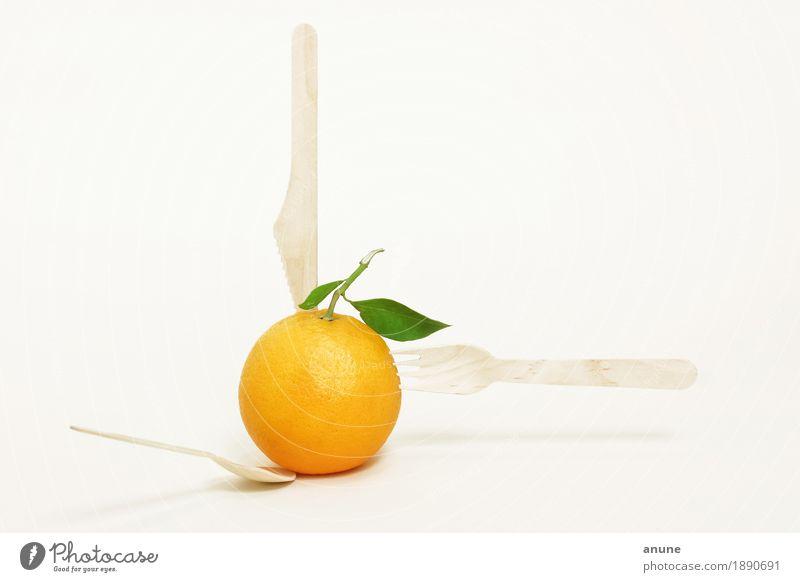 Orange mit Holzbesteck Lebensmittel Frucht Ernährung Essen Bioprodukte Vegetarische Ernährung Diät Slowfood Italienische Küche Saft Besteck Messer Gabel Löffel