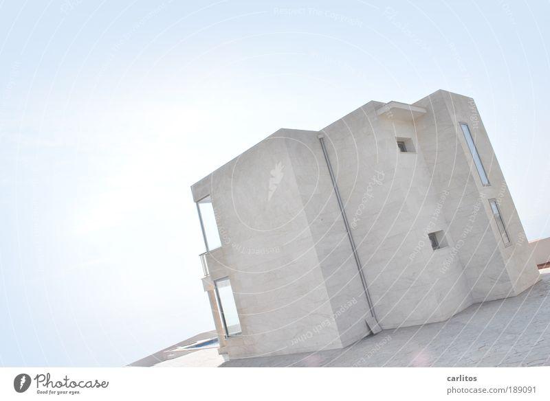 Schieflage Einfamilienhaus Traumhaus bauen leuchten ästhetisch außergewöhnlich eckig einfach einzigartig kalt reich blau weiß Geborgenheit Ordnungsliebe
