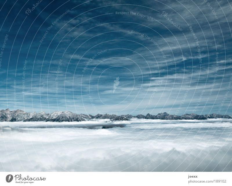 ÜberSicht Himmel blau weiß Wolken Einsamkeit ruhig Berge u. Gebirge Kraft hoch Klima frei Hoffnung Gipfel Glaube Optimismus Schneebedeckte Gipfel