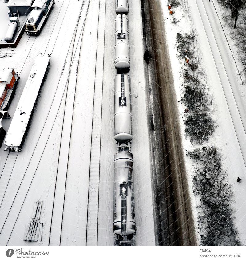 Verkehrswege alt weiß Winter schwarz kalt Schnee Wege & Pfade Eis Eisenbahn Frost Güterverkehr & Logistik Gleise Lastwagen Luftaufnahme