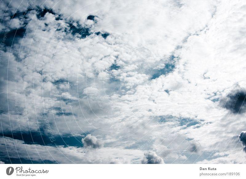 Breitwandhimmel Himmel blau schön Sommer weiß Wolken Traurigkeit Zusammensein träumen Zufriedenheit Fröhlichkeit Lebensfreude bedrohlich weich Macht Kitsch