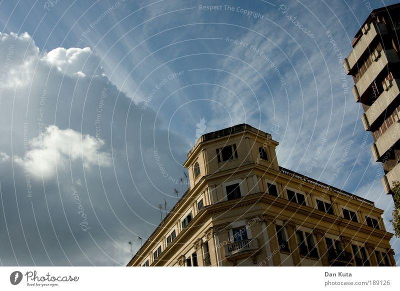 Eckwohnung Sonne Stadt Haus Wolken Einsamkeit Gebäude Stimmung Architektur Europa Stress Bauwerk Spanien antik Hauptstadt Mallorca Dekadenz