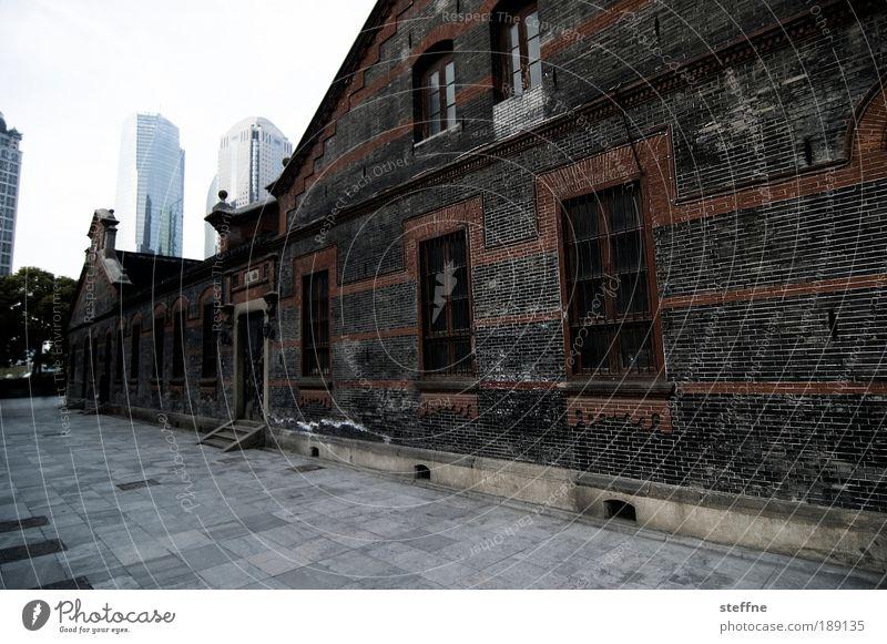 Komplementärwelten Shanghai China Asien Haus Hochhaus Fassade modern Ferne ruhig Stadt Vergänglichkeit Kontrast Architektur Farbfoto Außenaufnahme Menschenleer