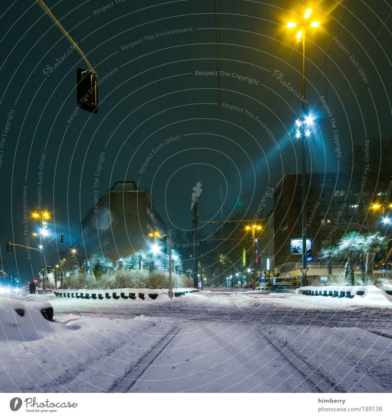 snow patrol Stadt Winter Straße Schnee Licht Bewegung Nacht Wege & Pfade Gebäude Eis Architektur Straßenverkehr Verkehr Fassade Langzeitbelichtung