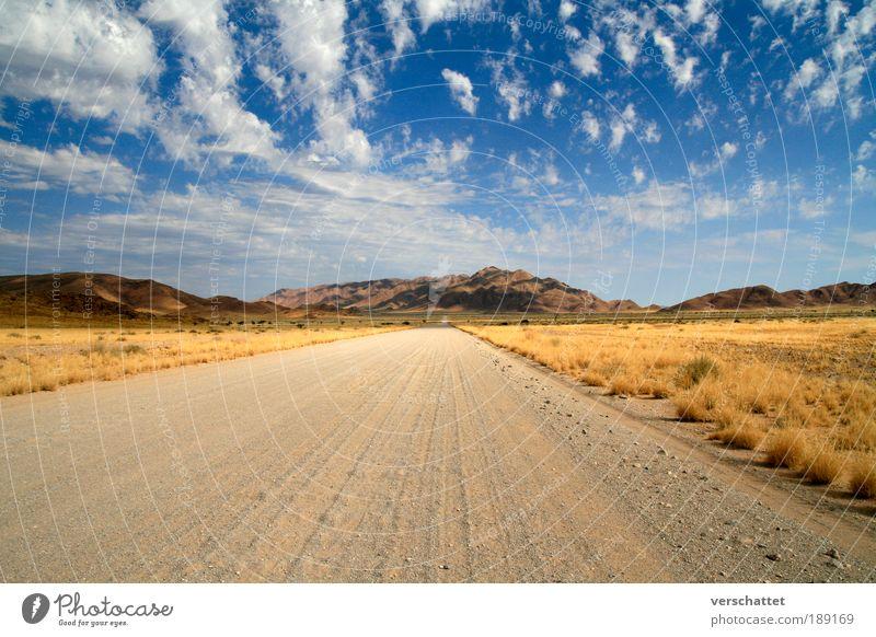 Namibia - On the Gravelroad Himmel Natur Ferien & Urlaub & Reisen Sonne Wolken Ferne Straße Landschaft Berge u. Gebirge Freiheit Wärme Wege & Pfade Weitwinkel träumen Horizont Erde
