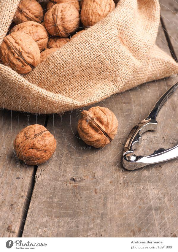 Walnüsse Lebensmittel Frucht Ernährung Natur Sack Gesundheit lecker brown Snack ingredient raw shell whole nutshell walnuts health bag fruit tasty seasonal Nuss