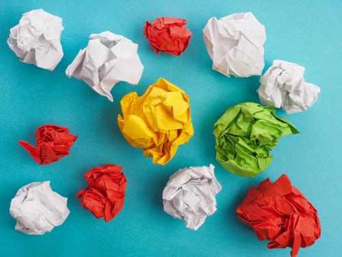 Viele Ideen gelb Business Design Kraft Erfolg Kreativität lernen Papier Symbole & Metaphern Falte Inspiration Arbeitsplatz Zettel innovativ Snowboard
