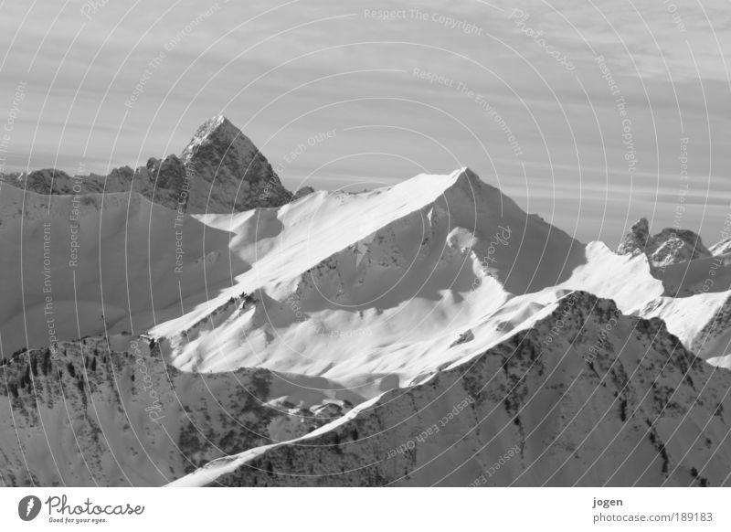 Gratwanderung Natur Erholung Landschaft ruhig Winter Berge u. Gebirge Schnee Erde Felsen Eis Tourismus Gipfel Frost Alpen Schneebedeckte Gipfel