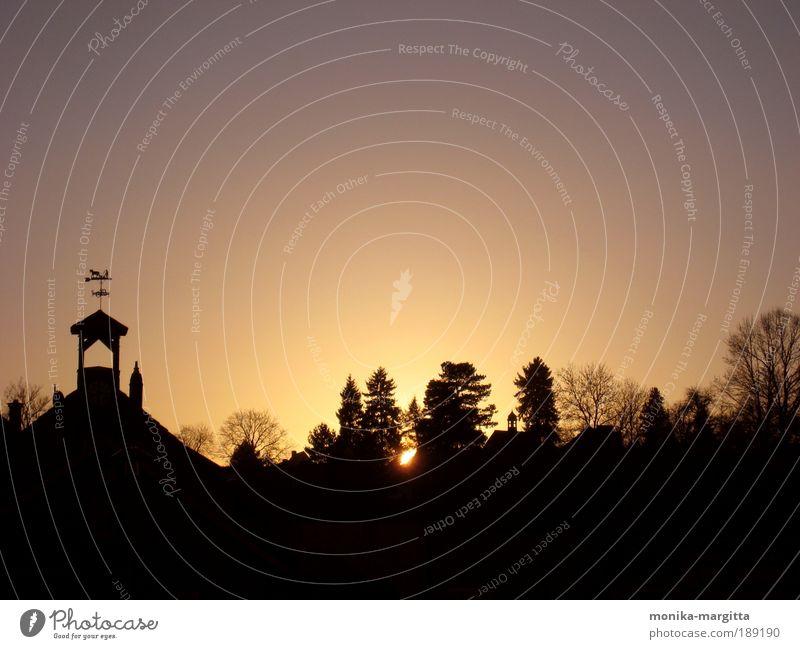 morgendliche Dorfidylle Natur Himmel Baum Haus Einsamkeit Erholung Freiheit Glück Gebäude Landschaft Luft gehen Hoffnung ästhetisch Kirche Dach