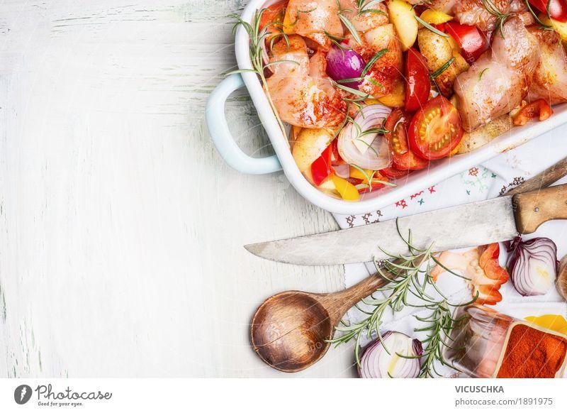 Hühnerbrust mit geschnittenem buntem Gemüse, Auflauf Gesunde Ernährung Foodfotografie Stil Lebensmittel Design Tisch Kräuter & Gewürze Küche Bioprodukte