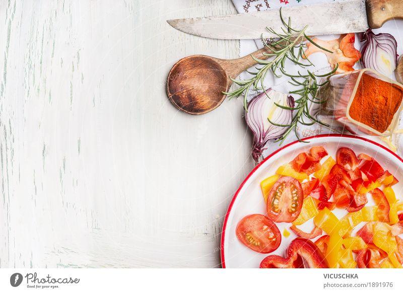 Gemüse mit Kochlöffel und Küchenmesser Lebensmittel Salat Salatbeilage Kräuter & Gewürze Ernährung Mittagessen Abendessen Bioprodukte Vegetarische Ernährung