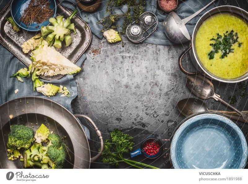 Grüne Romanesco und Brokkolisuppe Kochen grün Gesunde Ernährung Leben Gesundheit Stil Lebensmittel Design Tisch Küche Gemüse Bioprodukte Restaurant Geschirr