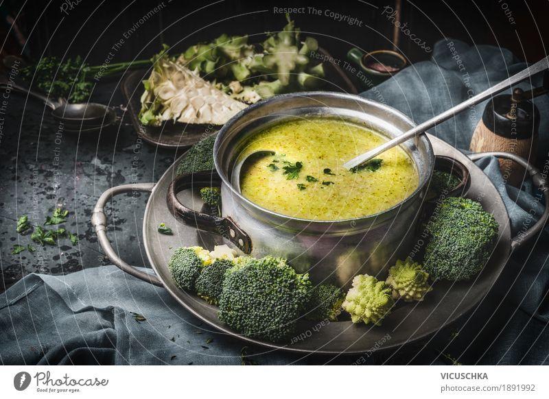 Kochtopf mit grünem Brokkolisuppe Gesunde Ernährung Foodfotografie Leben Stil Lebensmittel Design Wohnung Häusliches Leben Tisch Kräuter & Gewürze Küche Gemüse