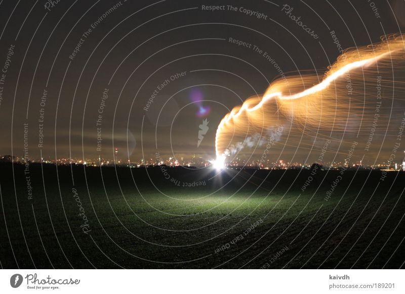 meteor hits skyline schön schwarz gelb Belichtung Landschaft hell Feld Stadt glänzend Langzeitbelichtung gold Energie Horizont Erde Menschenleer