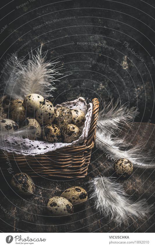 Wachteleier im Korb auf dunklem Hintergrund Stil Design Häusliches Leben Tisch Ostern Natur Tradition quail Nest Ei Osternest Osterei Ostergeschenk dunkel