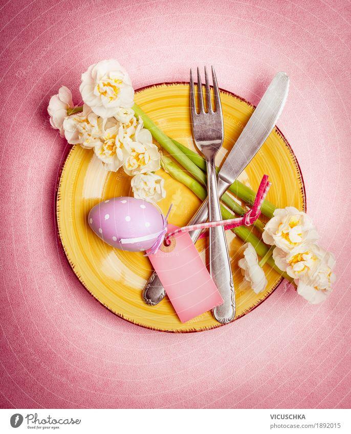 Ostern Tischdekoration mit Ei und Blumen Geschirr Teller Besteck Stil Design Häusliches Leben Restaurant Feste & Feiern gelb rosa Tradition Gedeck Osterei