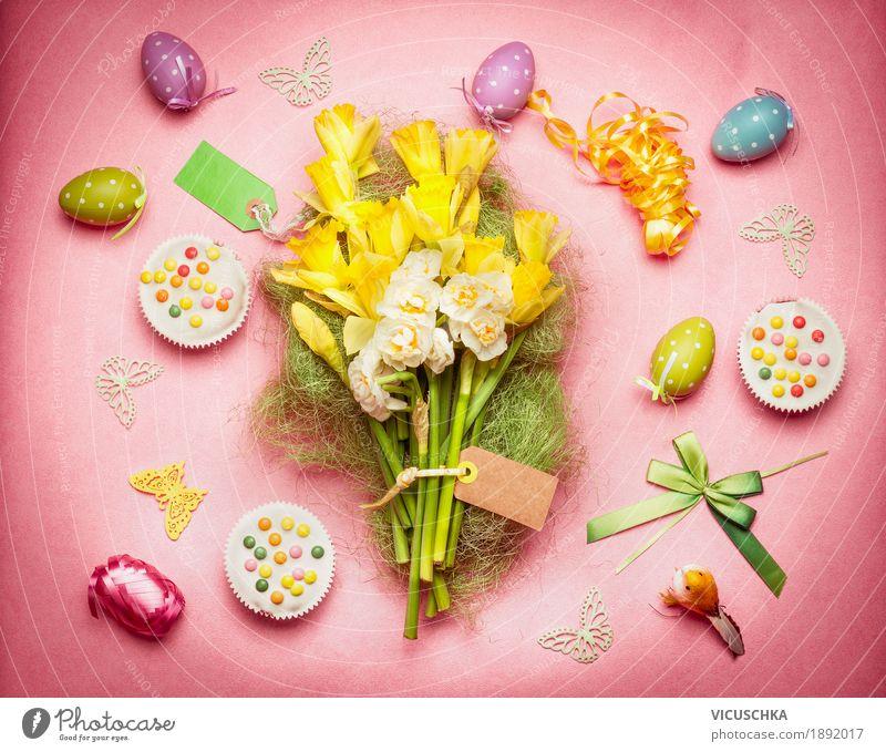 Ostern Dekoration mit Frühlingsblumen, Eiern und Kuchen Blume Stil Feste & Feiern Design rosa Dekoration & Verzierung Blumenstrauß Tradition Festessen Osterei