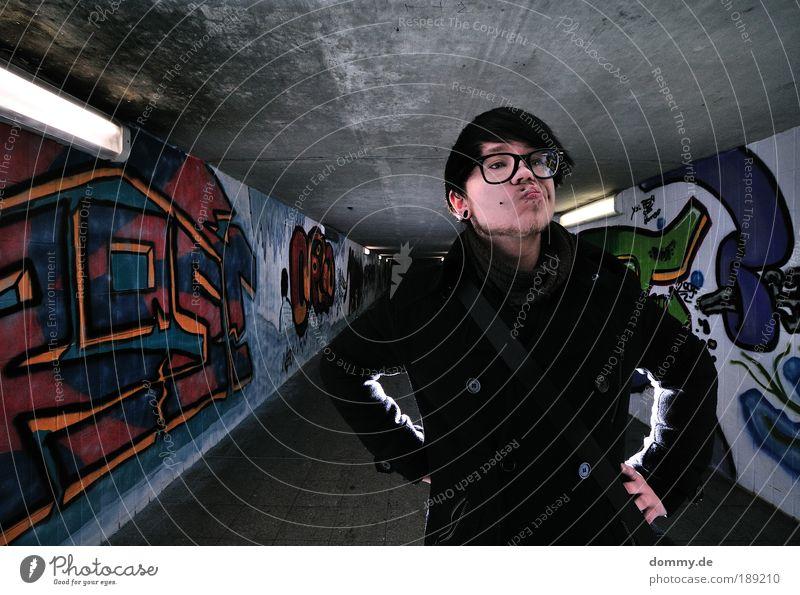 shut up Mensch Mann Jugendliche Stadt Gesicht Haare & Frisuren Kopf Weitwinkel Mund Graffiti Erwachsene maskulin Nase Beton Coolness Schatten