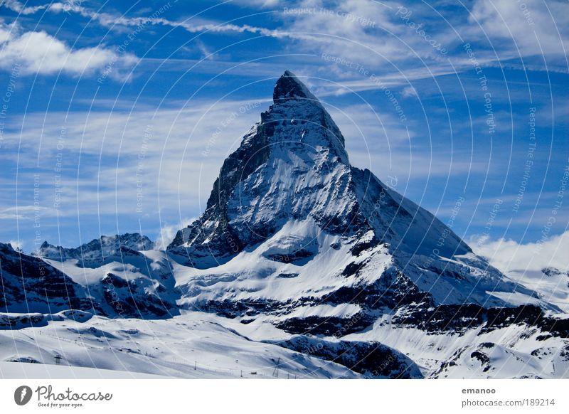 Matterhorn Klettern Bergsteigen Skier Skipiste Natur Landschaft Urelemente Winter Klima Wetter Eis Frost Schnee Hügel Felsen Alpen Berge u. Gebirge Gipfel blau