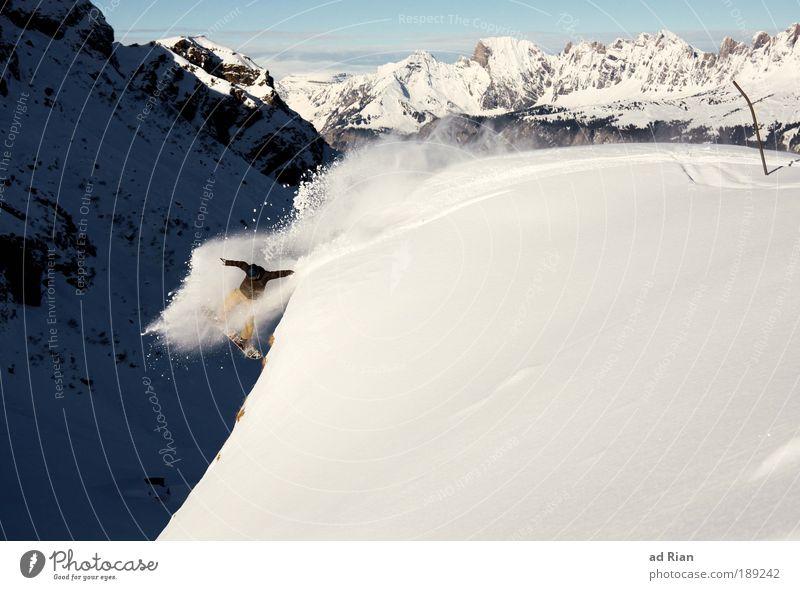 Human Rocket Freude Abenteuer Winter Schnee Winterurlaub Berge u. Gebirge Sport Wintersport Snowboard Skipiste Mensch 1 Felsen Alpen Gipfel Schlucht fliegen
