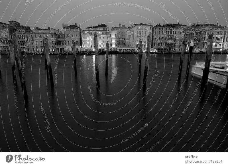 to plunge into Wasser Stadt Ferien & Urlaub & Reisen ruhig dunkel Gefühle Küste Stimmung ästhetisch Romantik Hafen Italien Skyline Anlegestelle Stadtzentrum